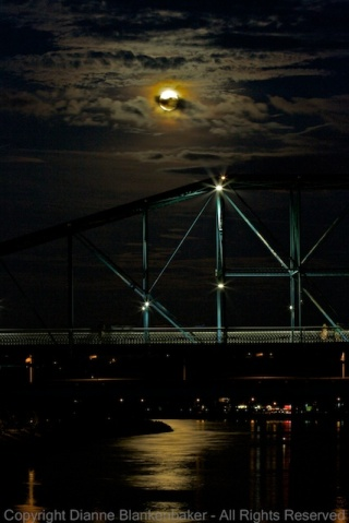 The lights on the bridge in the foreground provided enough light that my Canon 5D Mark III was able to autofocus with my f/2.8 lens