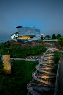 The switchbacks to the Hunter Museum at night
